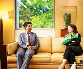 Le Président de la République de Madagascar en discussion avec Mme l'Ambassadrice Veronique VOULAND