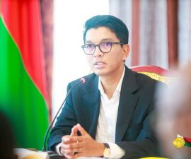Andry Rajoelina durant une réunion avec ses minitres