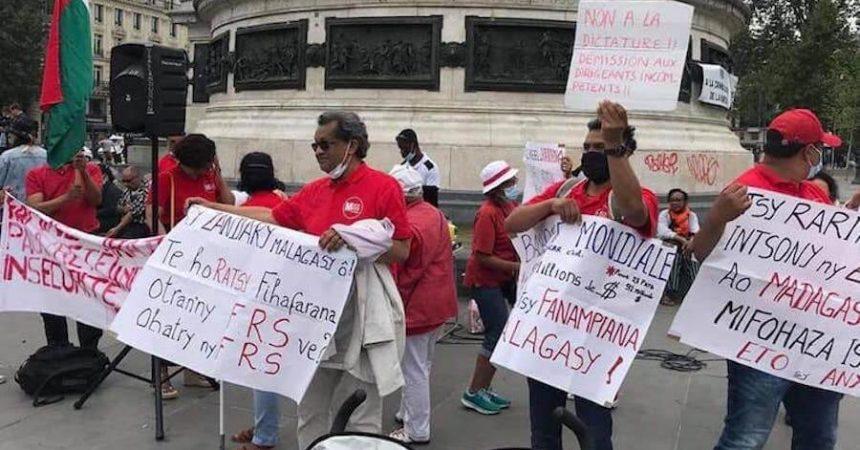 Manifestation du RMDM, l'opposition politique, contre Rajoelina, à Paris en France