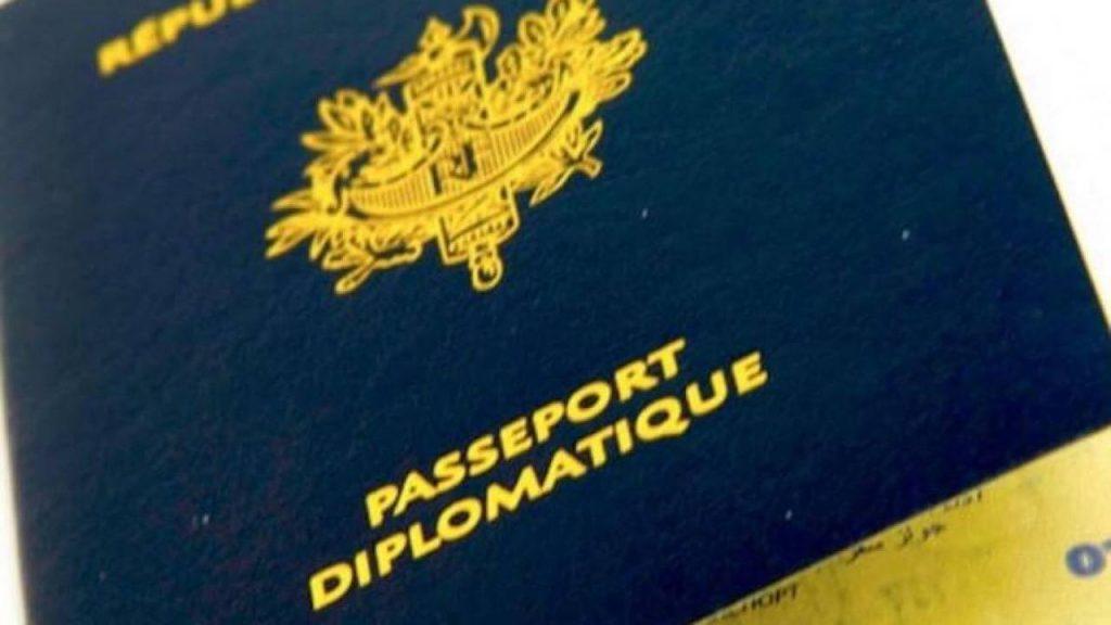 Passeport diplomatique